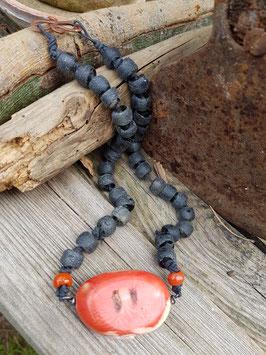 Unikat Halskette mit riesiger Natur-Koralle und afrikanischem Krobo-Recyclingglas