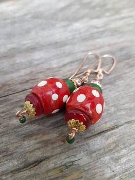 *LITTLE RED RIDING HOOD*  Ohrringe- vergoldet mit bemalten Holzperlen & roten und grünen Glasperlen