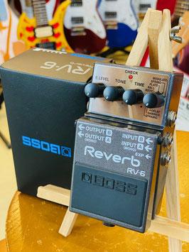 中古(美品)  BOSS RV-6 箱、取扱説明書、電源アダプター(PSA-100)付属