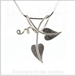 Intertwined Heart-Shaped Leaves Necklace