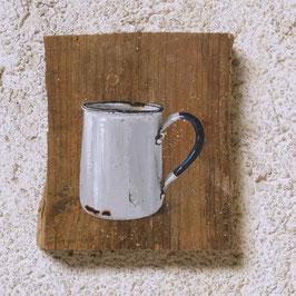 Emaille-Kaffeetasse mit Kaffee