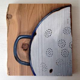 Emaille-Sieb mit dunkelblauem Rand