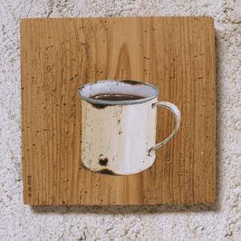 Emaille-Tasse beige Malerei auf Fichte