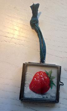 Mini-Unikat Erdbeere zum Aufhängen (Bändchen türkis)
