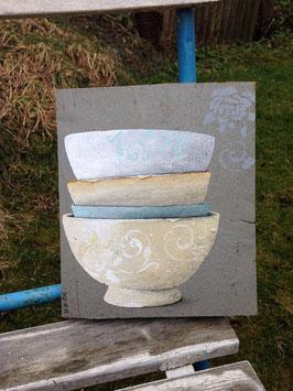 alte Keramik (französische Milchkaffeetassen) auf Holz gemalt