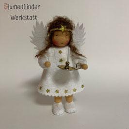 Engel mit Beinchen und Leuchter reserviert für Monika