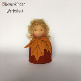 Ahornblatt Kegelpuppe blond