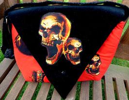 Schultertasche Skulls & Snapes