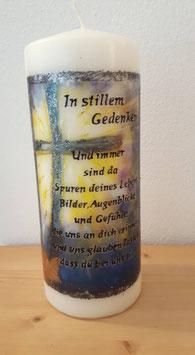 Stumpenkerze In stillen Gedenken -Kreuz blau