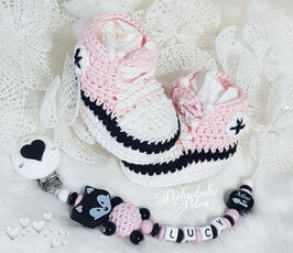 "Baby Set  ""Mini Boss"" Schnullerkette & Babyschuhe rose"