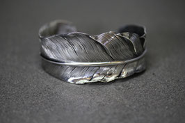 FB02 / Wide Feather Bangle