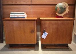 Set houten nachtkastjes