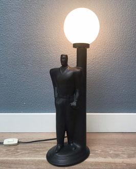 Tafellamp - man (zwart) bij lantaarnpaal