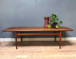 Langwerpige houten salontafel