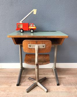 Mintgroene schooltafel en -stoel