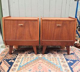 Set van 2 houten nachtkastjes