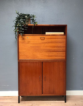 Kast / secretaire met messing greepjes