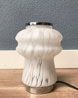 Wit gewolkt tafellampje