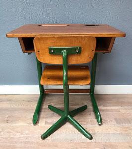 Schooltafel en -stoel