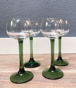 Vier groene wijnglazen