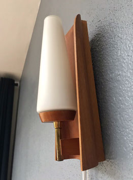 Wandlamp met teakhout