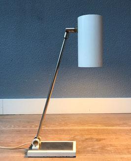 Witte metalen bureaulamp