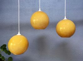 Set okergele hanglampen