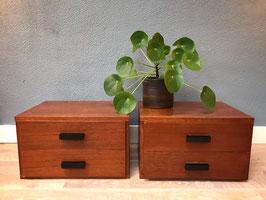 Twee houten ladekastjes