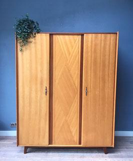 Vintage houten kledingkast