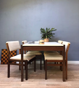 Pastoe tafel en stoelen