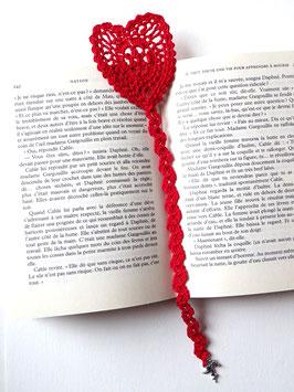 Marque pages cœur St Valentin façon dentelle en coton rouge ou rose au crochet
