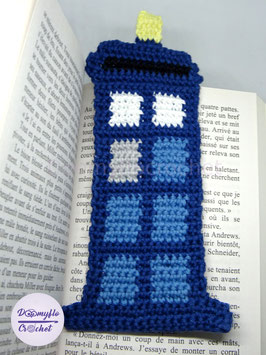 Marque pages Tardis doctor who; cabine telephonique bleue en coton au crochet; fan art de la serie Doctor WHO