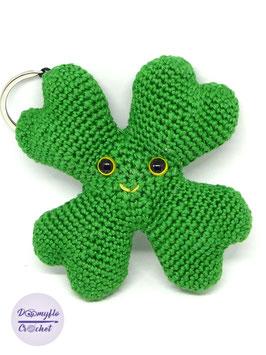 St Patrick Trèfle quatre feuilles porte bonheur porte clés amigurumi au crochet en coton