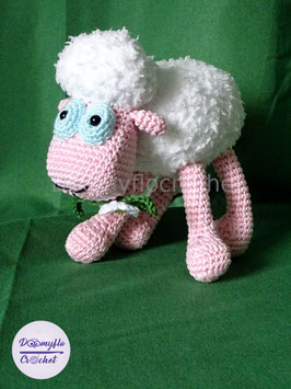 Mouton blanc peluche amigurumi en coton et fil doudou au crochet