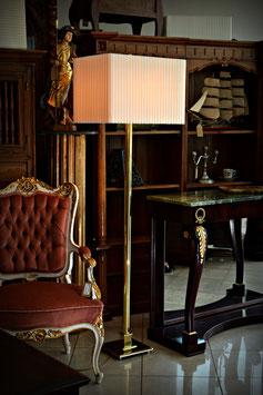 Nádherná stojaca lampa