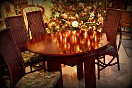 Zaujímavý masívny rozkladací stôl