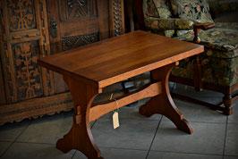 Nádherný drevený stolček