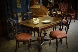 Nádherne reštaurovaný staručky stôl