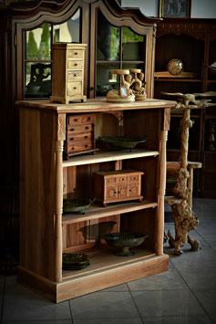 Masívna drevená knižnica