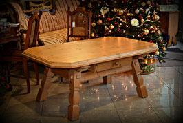 Nádherný masívny stôl