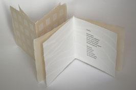 """Heft aus handgeschöpftem Papier mit dem Gedicht """"Treffen"""" von Rose Ausländer"""
