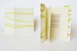 """Heft aus handgeschöpftem Papier mit dem Gedicht """"Beherzigung"""" von Johann Wolfgang von Goethe"""