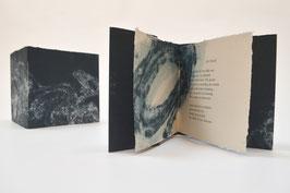 """Heft aus handgeschöpftem Papier mit dem Gedicht """"Sighting"""" von Kevin Perryman"""