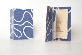 """Heft aus handgeschöpftem Papier mit dem Gedicht """"Sophie"""" von Hans Arp"""
