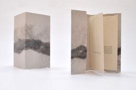 """Heft aus handgeschöpftem Papier mit dem Gedicht """"Es ist der Nebel""""  von Kevin Perryman"""