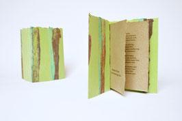 """Heft aus handgeschöpftem Papier mit dem Gedicht """"O trübe diese Tage nicht"""" von Theodor Fontane"""