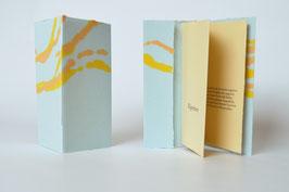 """Heft aus handgeschöpftem Papier mit dem Gedicht """"Eigentum"""" von Johann Wolfgang von Goethe"""