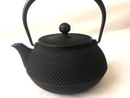 Tea pot cast-iron / Teekanne aus Gusseisen