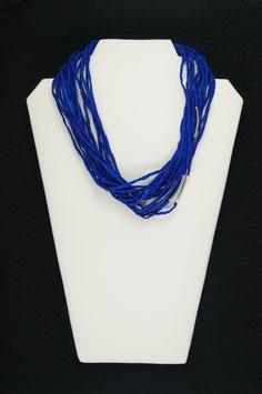 -Verkauft- fertige ich gern auf Nachfrage an-Kobaldblaue Seidenkette mit silberfarbenen Tuben, 55 cm lang