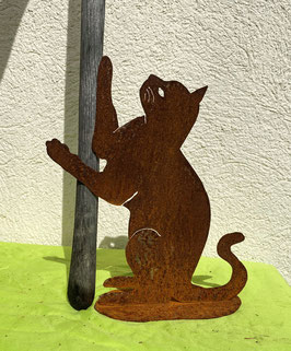 Katze auf Blech 2, kletternd (rostig)